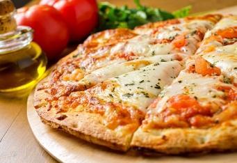 Pizza scherry rajčaty, bazalkou</br> a mozzarellou